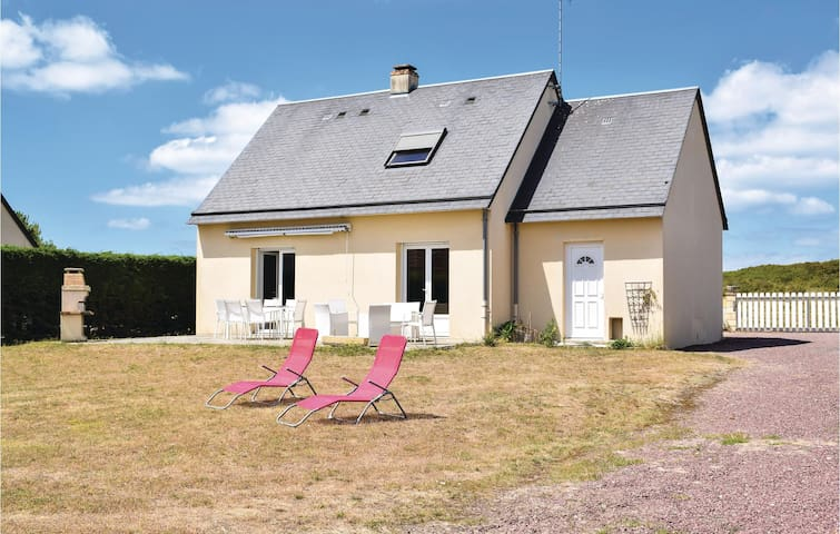 Holiday cottage with 4 bedrooms on 90m² in Creances