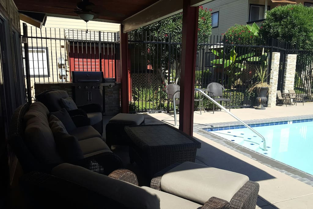 Large gas grill w/sitting area at each pool
