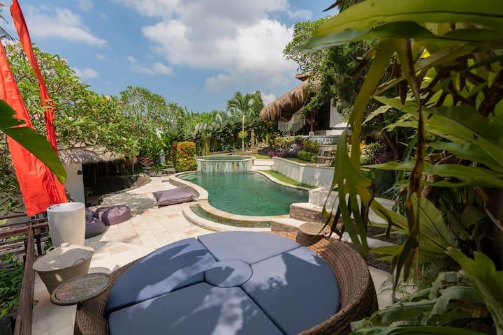 Privet Tropical Loft in shared villa w/pool