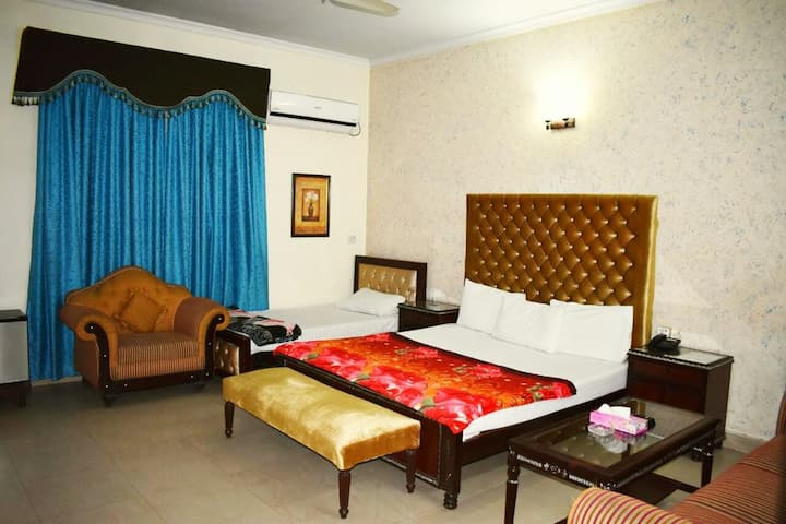 new pakeeza hotel