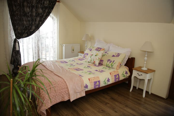 Cozy bedroom - 2km from Cluj Airport