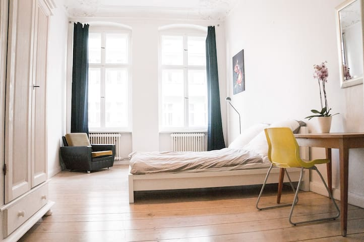 Cosy, bright, large room in the heart of Kreuzberg