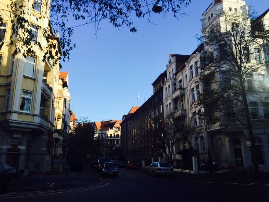 Unsere Nachbarschaft, Altbau wohin man sieht!                               The neighborhood, victorian style buildings everywhere!