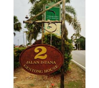 Gentong House Suite - Kuala Kangsar - Hus