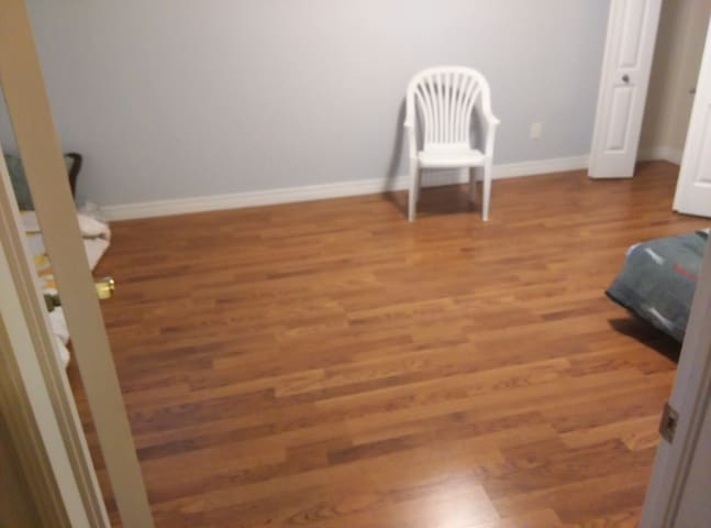 Basement with private bath - Guelph - Dom