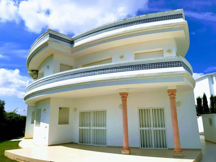 Spacious Stylish Villa for family stay, beach walk