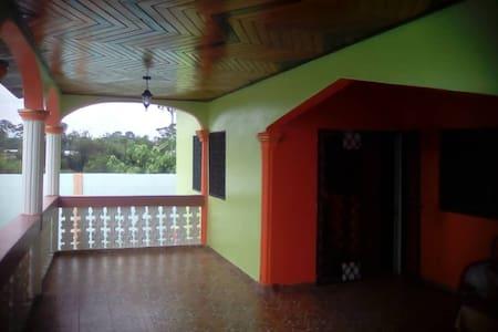 Belle maison dote sécurisée a kribi- Cameroun