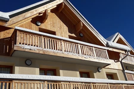 The top 20 chalets for rent in la villette airbnb for Piscine de vaujany