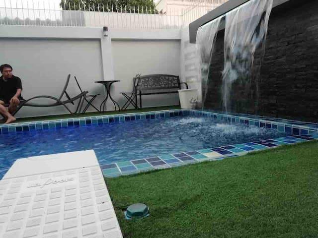 Dararat's Apartment mit Pool  (Airport 35min)