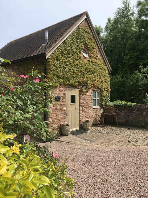 Woodcutters Cottage at Copthorne Farm