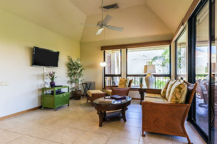 Ideal resort retreat with access to golf, tennis, shared pools, hot tub, & more!