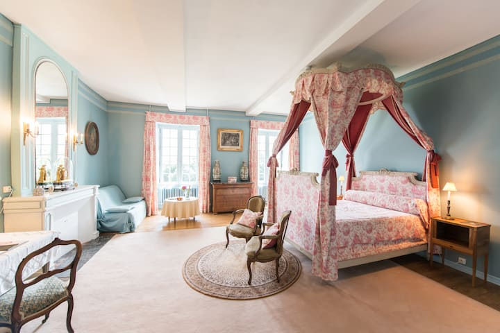 Quad room-Romantic-Ensuite with Bath-Countryside view-CHAMBRE BALDAQUIN