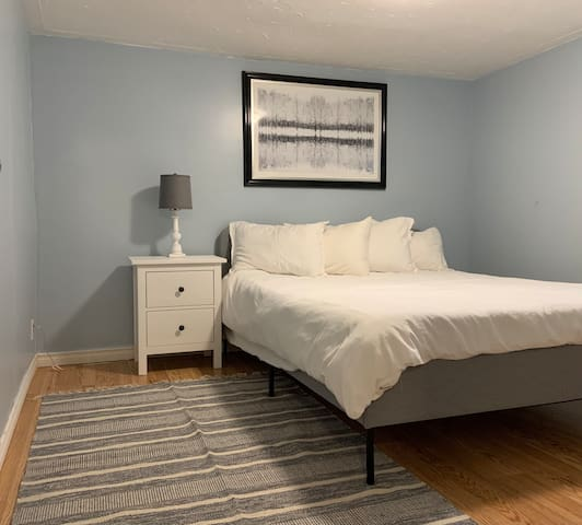 Queen bed with extremely comfortable mattress. Side table with drawers for storage.