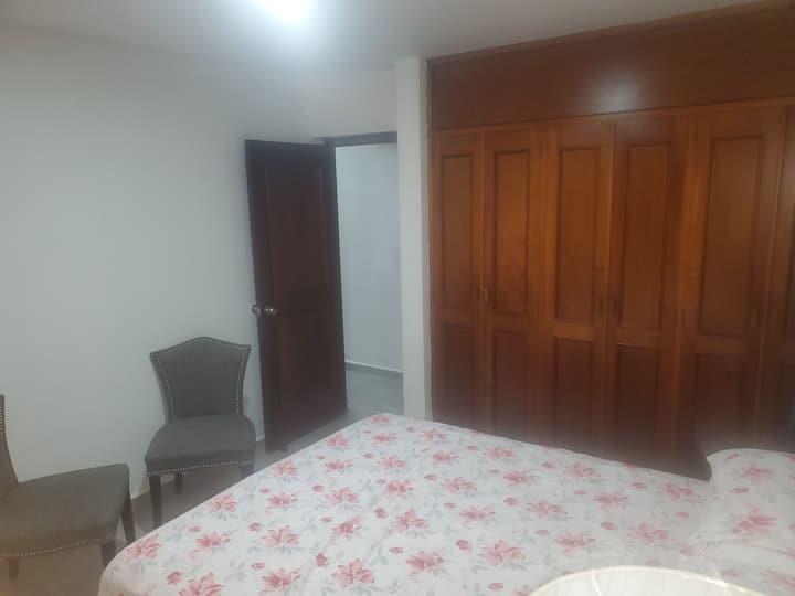 Habitación sencilla y confortable
