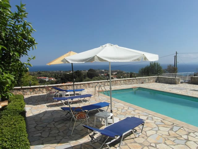 Private apartment in Villa with pool near Skala
