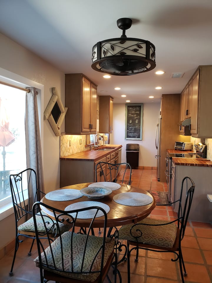 Cave Creek - Clean & Comfy - 1 Level - No Stairs