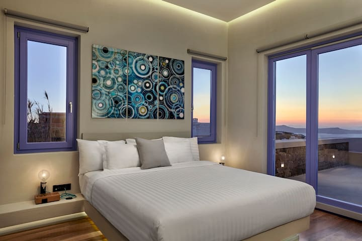 Master bedroom, with direct access to private terrace and amazing sunset views.