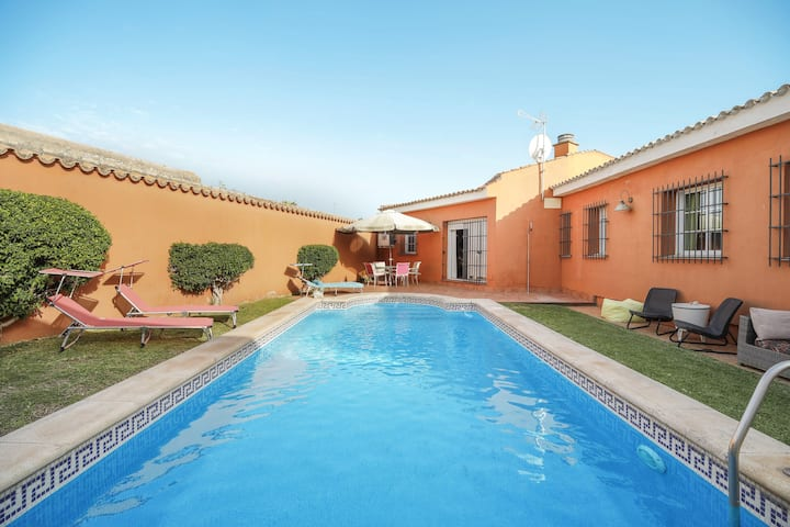 Beautiful Villa La Glorieta with Pool, Air Conditioning, Wi-Fi & Terrace; Parking Available, Pets Allowed