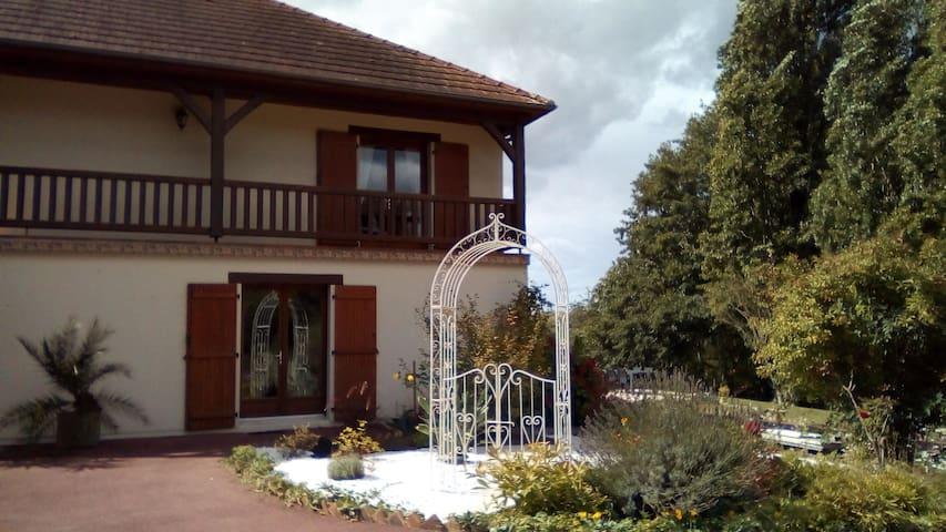 Chambre + sdb privative ds très belle maison