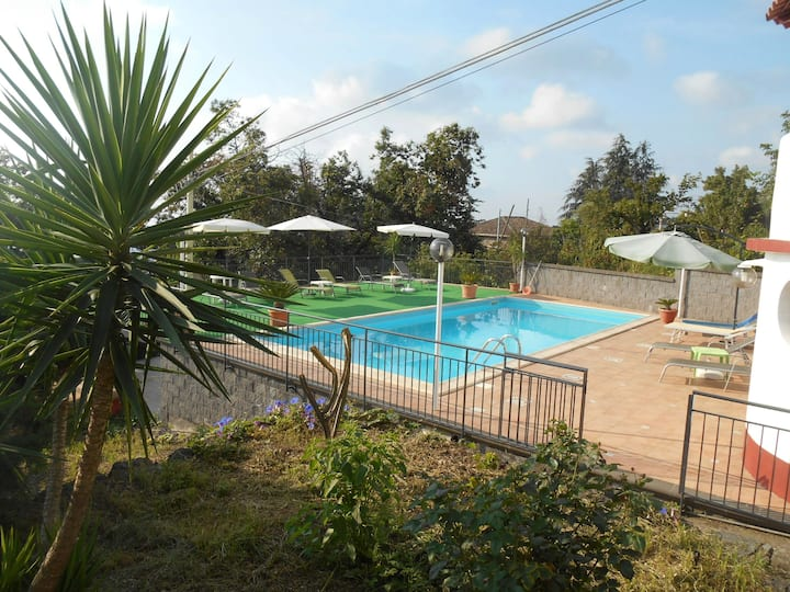 Casavacanze ' ALBA ' in villa con piscina.