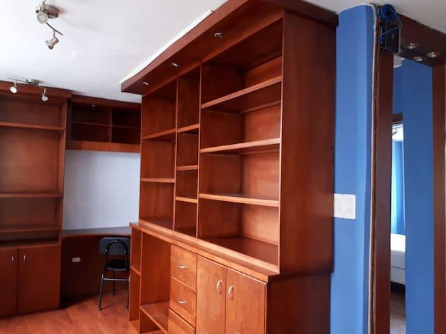 Amplio espacio para Libros