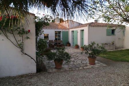 Maison de famille  entre village et plages - Les Portes-en-Ré - Дом