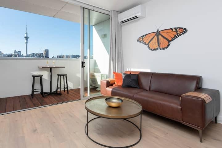 Sweeping City View Apartment w/ Heat Pump+Carpark