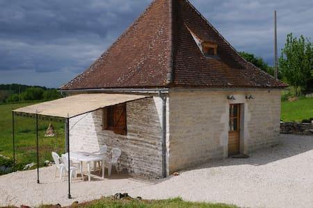 Pile à grain typique en Quercy - House