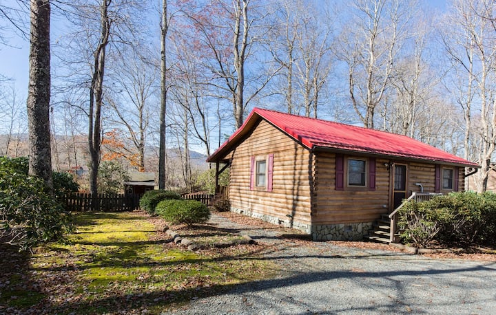 Mountain Muse...Cozy Log Cabin in Beautiful Natural Setting! 1 BR/1BA, Minutes from Blowing Rock!