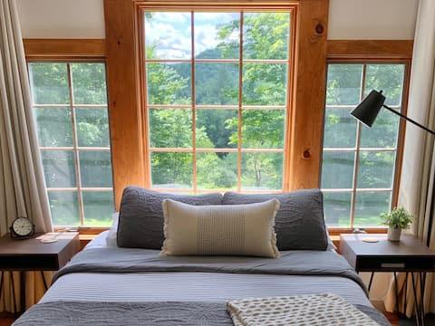 Cozy Guest Loft on Private 30 Acres