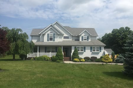 Poconos Mountain Home with Hot Tub and Game Room - Effort - Talo