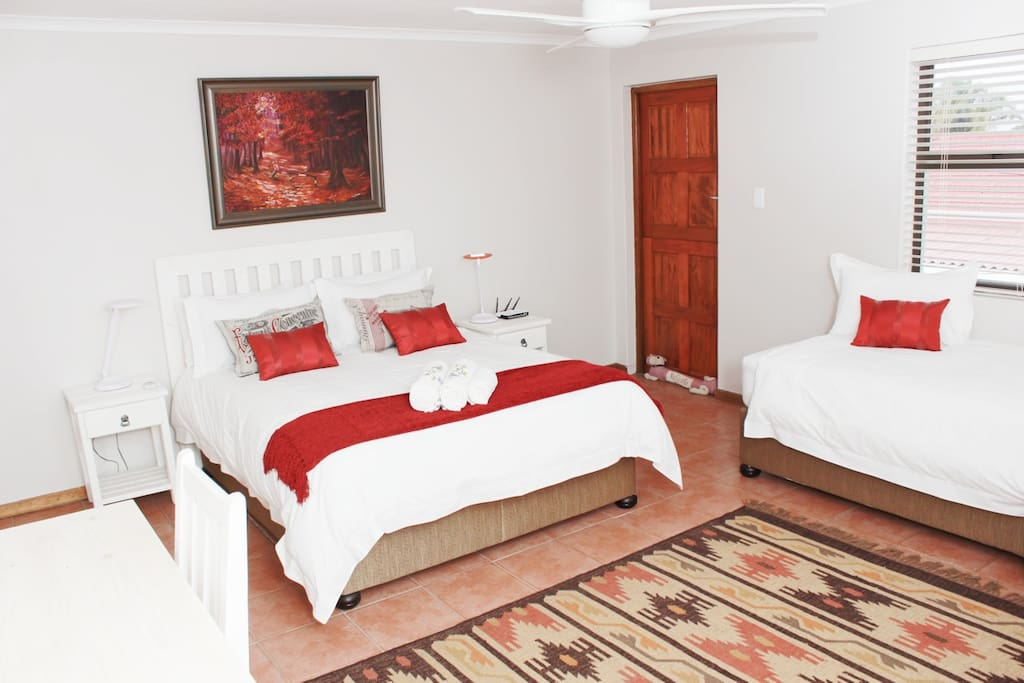 Red Bishop-Large bedroom with queen and single beds