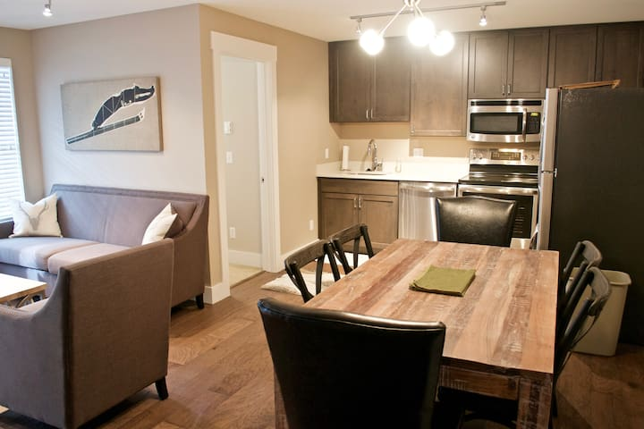 Timbers Mountain Condo - Hot Tub! Pets Considered!