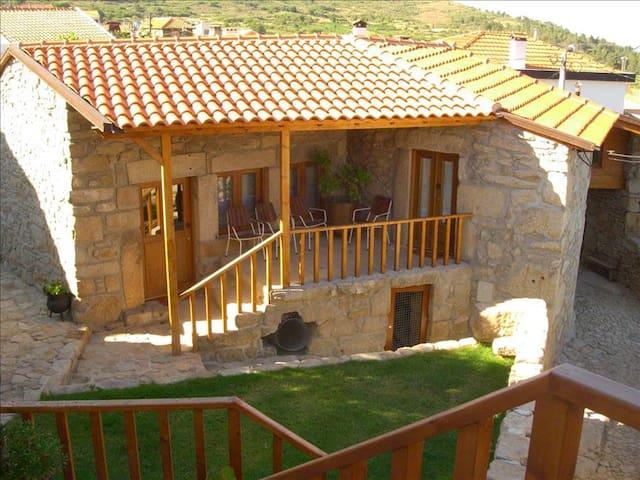 Outros Tempos - Casa do Soqueiro - T2 - Aricera - Rumah