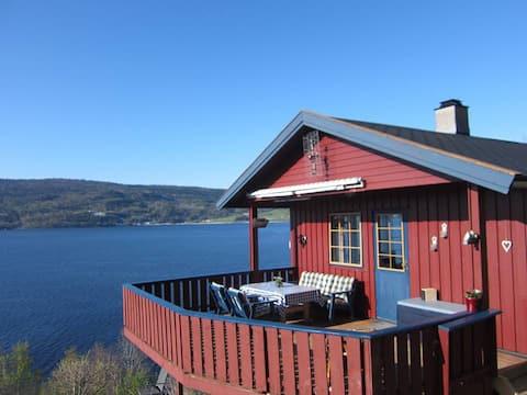 Idyllisk hytte for avslapning nær sjøen