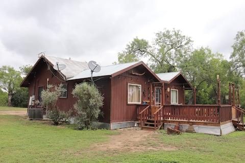 Country bunkin' retreat with San Antonio river