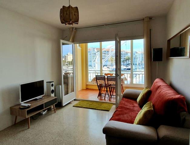 Apartamento con terraza y vistas al puerto (TNT)