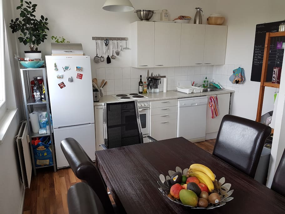 Fully equipped kitchen & living room (1/2)