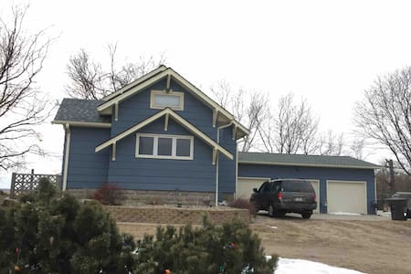 Acreage Near Grand Island or Kearney, NE.