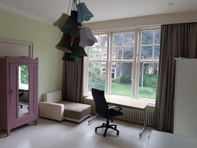 Charming room in monumental house - Enschede - Villa