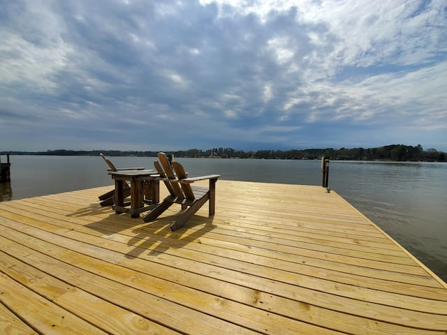 Deep Water Dock,  HUGE screened porch, 2 Kayaks