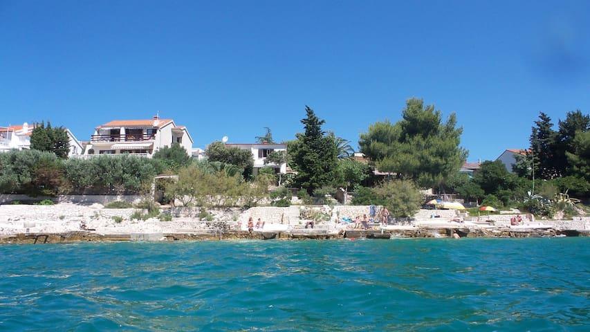 Waterfront villa with Amazing View - Seget Vranjica - บ้าน