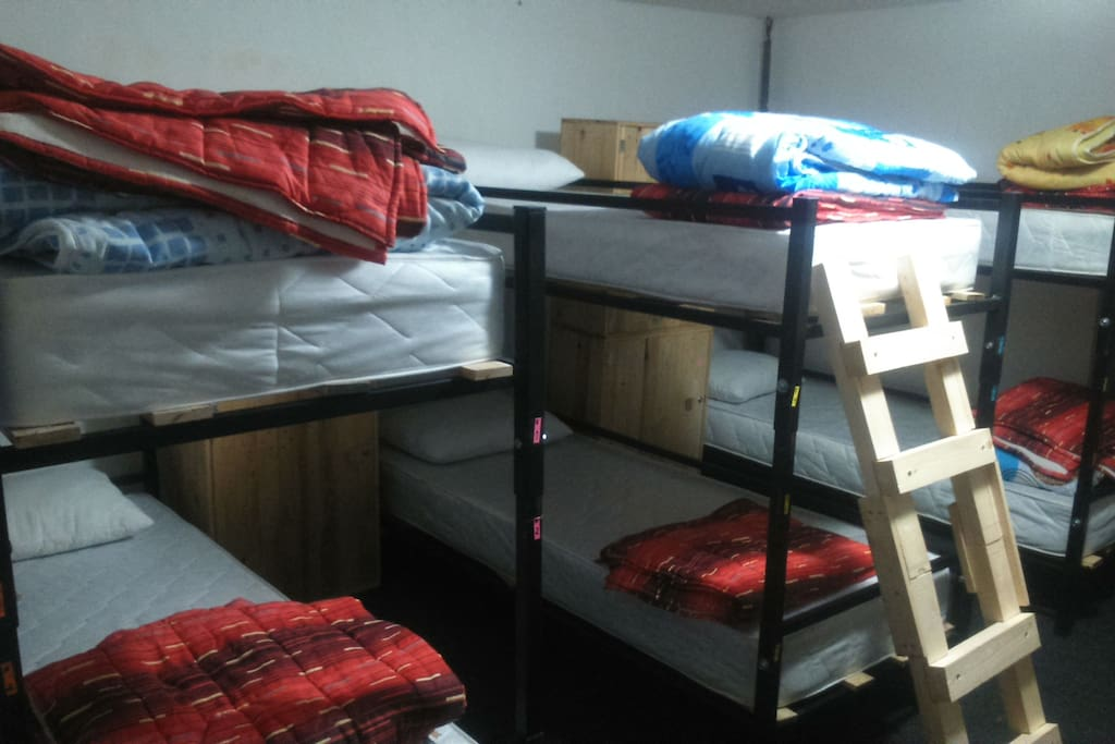 6 bed mixed dorm with lockers
