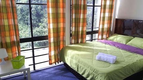 Penginapan EZ - Bilik tidur berganda dengan tingkap besar