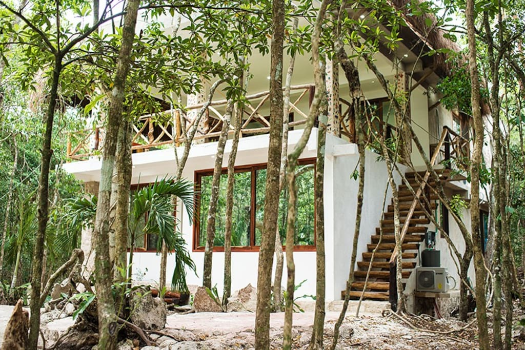 Frontal view of the house, sorounded with beautifull trees