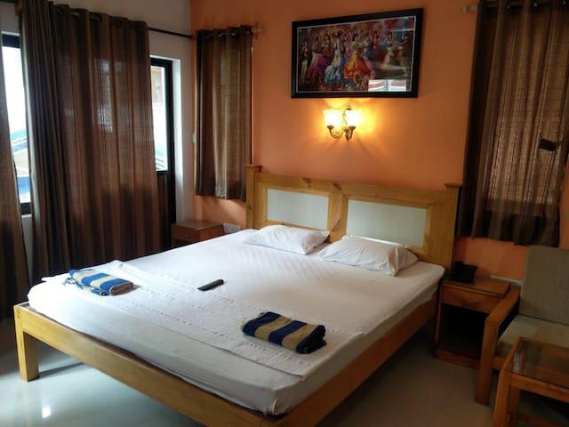Elegant Deluxe Room at Candolim Goa - Candolim - Bed & Breakfast