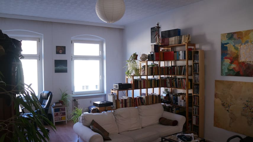 Huge classic berlin apartment with beamer and TV
