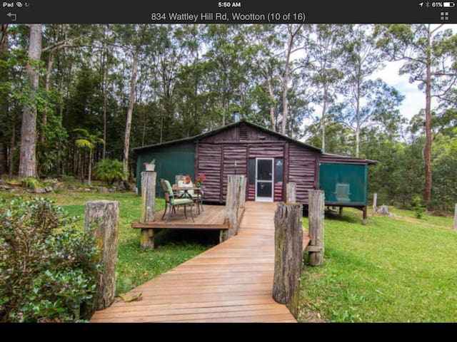 The external cottage has a fireplace, shower and toilet and adjoins the main homestead by a wooden walkway. The cottage contains a queens size bed, cot and queen size inflatable mattress for the kids or additional guests.