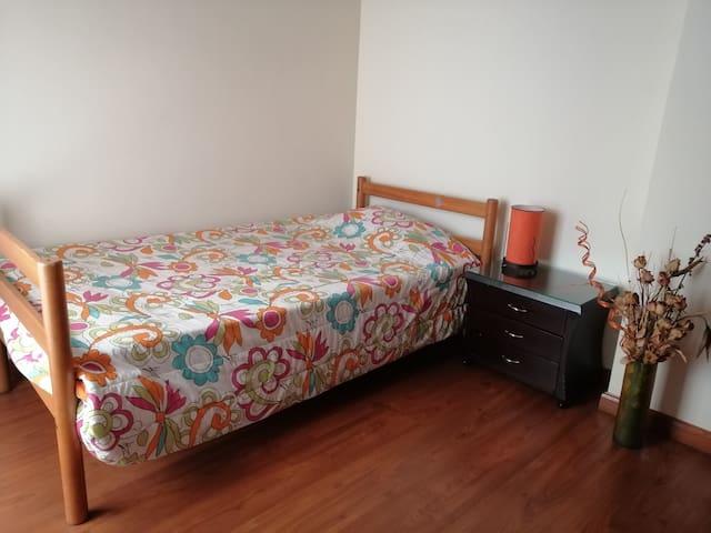 Confortable habitación cerca centro de la ciudad.