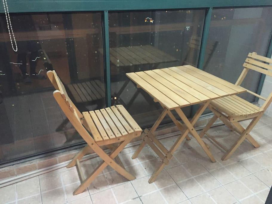 阳台视野良好,可以休闲观景喝茶阅读